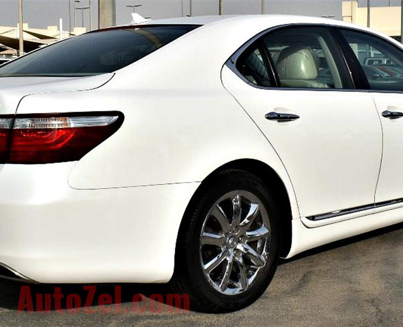 LEXUS LS460 model 2008 - color white -  carspecs is american - v8