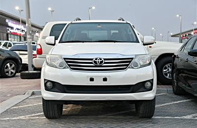 TOYOTA FORTUNER MODEL 2014 - WHITE - 107,000 KM - V6 - GCC...