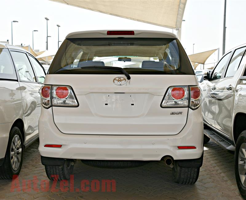 TOYOTA FORTUNER EXR MODEL 2014 - WHITE - 100,000 KM - V4 - GCC