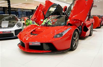 FERRARI LA FERRARI- 2015- RED- 1 800 KM- GCC-  DEALER...
