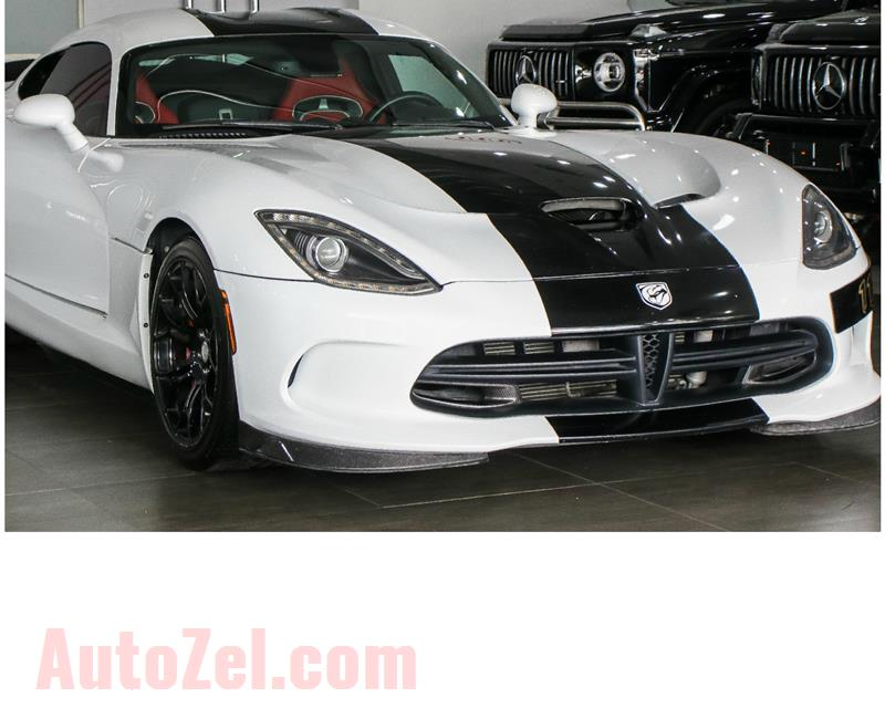 DODGE VIPER GTS- 2013- WHITE- 38 000 KM- GCC