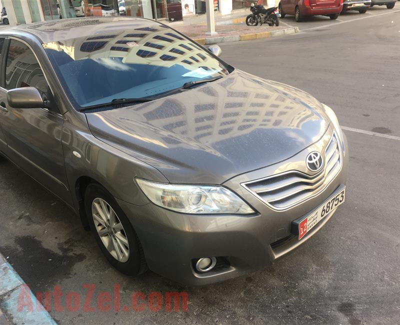 Toyota Camry 2.5L GLX  YEAR 2011 148,000 KMS CONTACT :0507722657