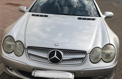 MERCEDES SL 500 CONVERTIBLE 2002 FOR AED 23000.