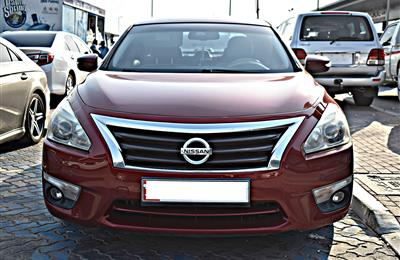 nissan altima model 2013 - red - 250,000 km - v6 - gcc