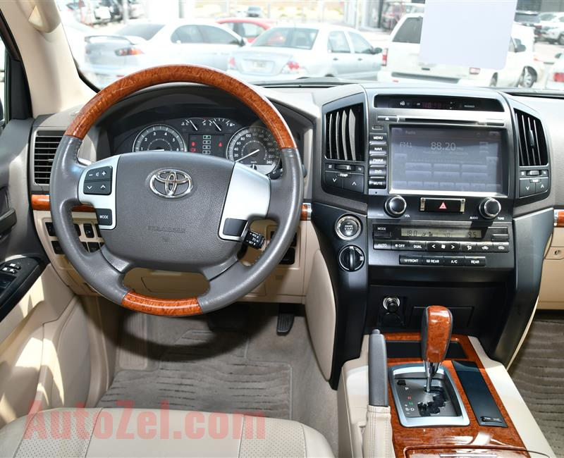 TOYOTA LAND CRUISER, V6- 2014- WHITE- 160 000 KM- GCC