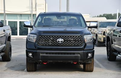 TOYOTA LAND CRUISER LIMITED TRD- 2018- BLACK- 1 200 MILES-...