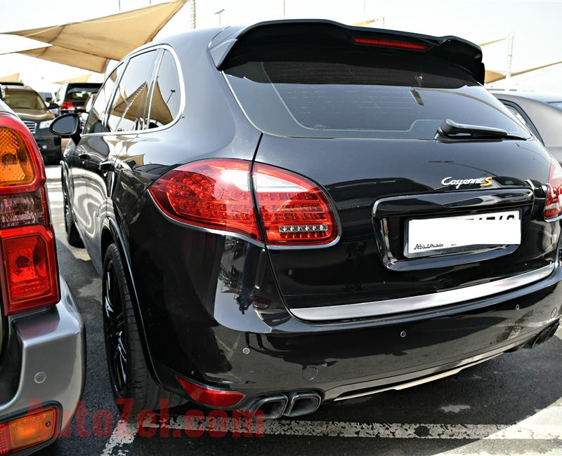 PORSCHE CAYENNE S MODEL 2012 - BLACK - 265,000 KM - V8 - GCC