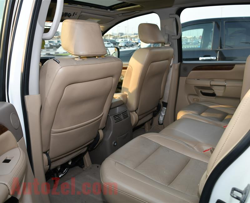 NISSAN ARMADA MODEL 2009 - WHITE - 200,000 KM - V8 - GCC