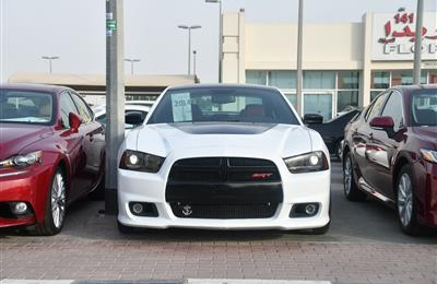 DODGE CHARGER MODEL 2014 - WHITE - 100,000 KM - V8 - GCC