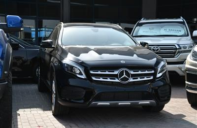 MERCEDES-BENZ GLA250 4MATIC- 2018- BLACK- 12 000 KM- GCC...