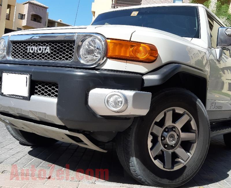 2015 FJ CRUISER VXR- GCC- SINGLE OWNER-  63 000 km