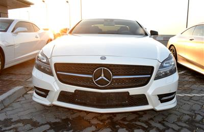 MERCEDES-BENZ CLS500- 2014- WHITE- 180 000 KM- GCC