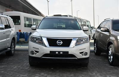 NISSAN PATHFINDER MODEL 2013 WHITE - 200,000 KM - V6 - GCC...
