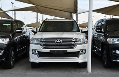 TOYOTA LAND CRUISER GXR- 2017- WHITE- 94 000 KM- GCC