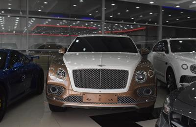 BENTLEY BENTAYGA MODEL 2017 - WHITE / GOLD  - 60,000 KM -...