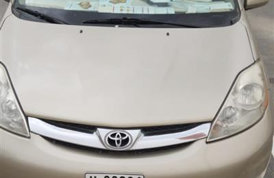 toyota sienna 2006 XLE full option very clean