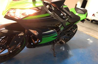 2017 kawasaki ninja 300 abs version with just 300km...