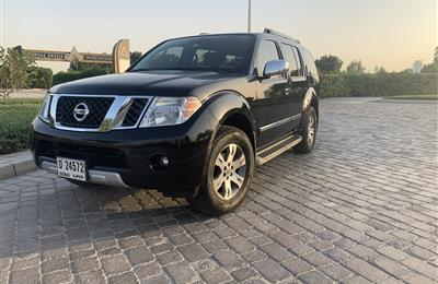 For sale Nissan Pathfinder LE model 2010 in perfect...